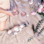 LOLEA N° 5 Un vin pétillant et rafraichissant couleur Rose pâle charmante, à l'Hibiscus et au Gingembre, qui apportent une touche florale légère, douce et surprenante à servir très frais ou comme base pour des Cocktails délicieux